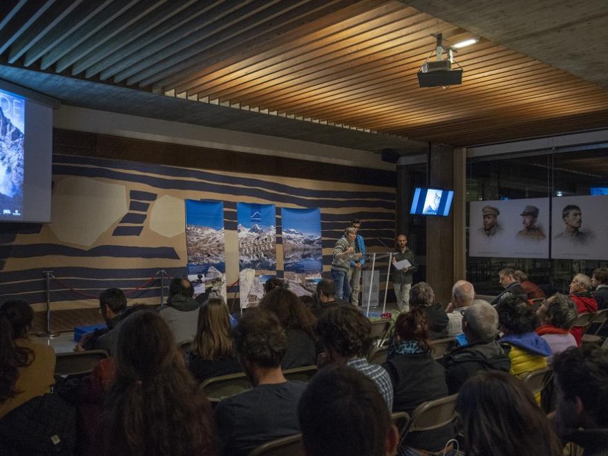 Photo de la soirée de remise des prix du concours Changer d'approche de Mountain Wilderness. Crédit photo : Xavier Agon