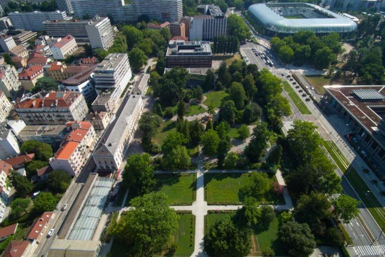 Photo du ciel du jardin des plantes de Grenoble sur nature isère