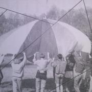 Photo parachute maternelle, nature isère