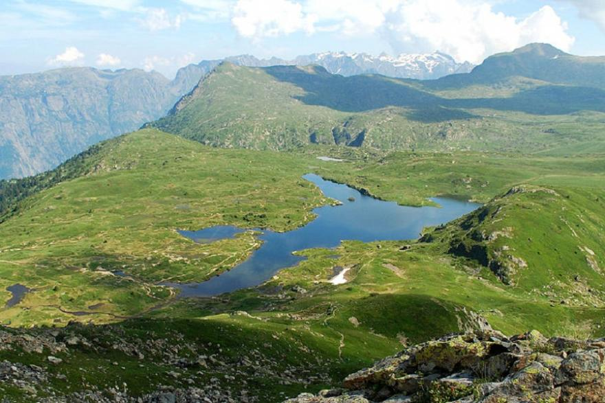 Vue du Lac Fourchu depuis la montée Taillefer, Maxime Tournier, CC-BY-SA 3.0